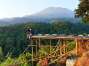 spot foto jembatan di Gunung Ciwaru
