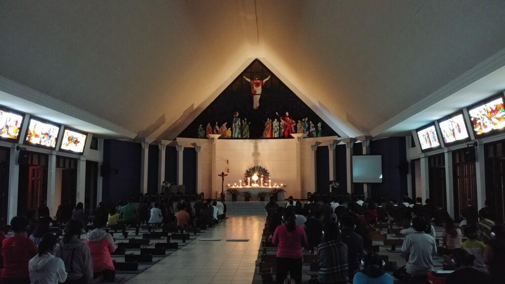 Suasana di dalam kapel utama