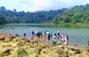Wisatawan di Situ Sangiang Majalengka